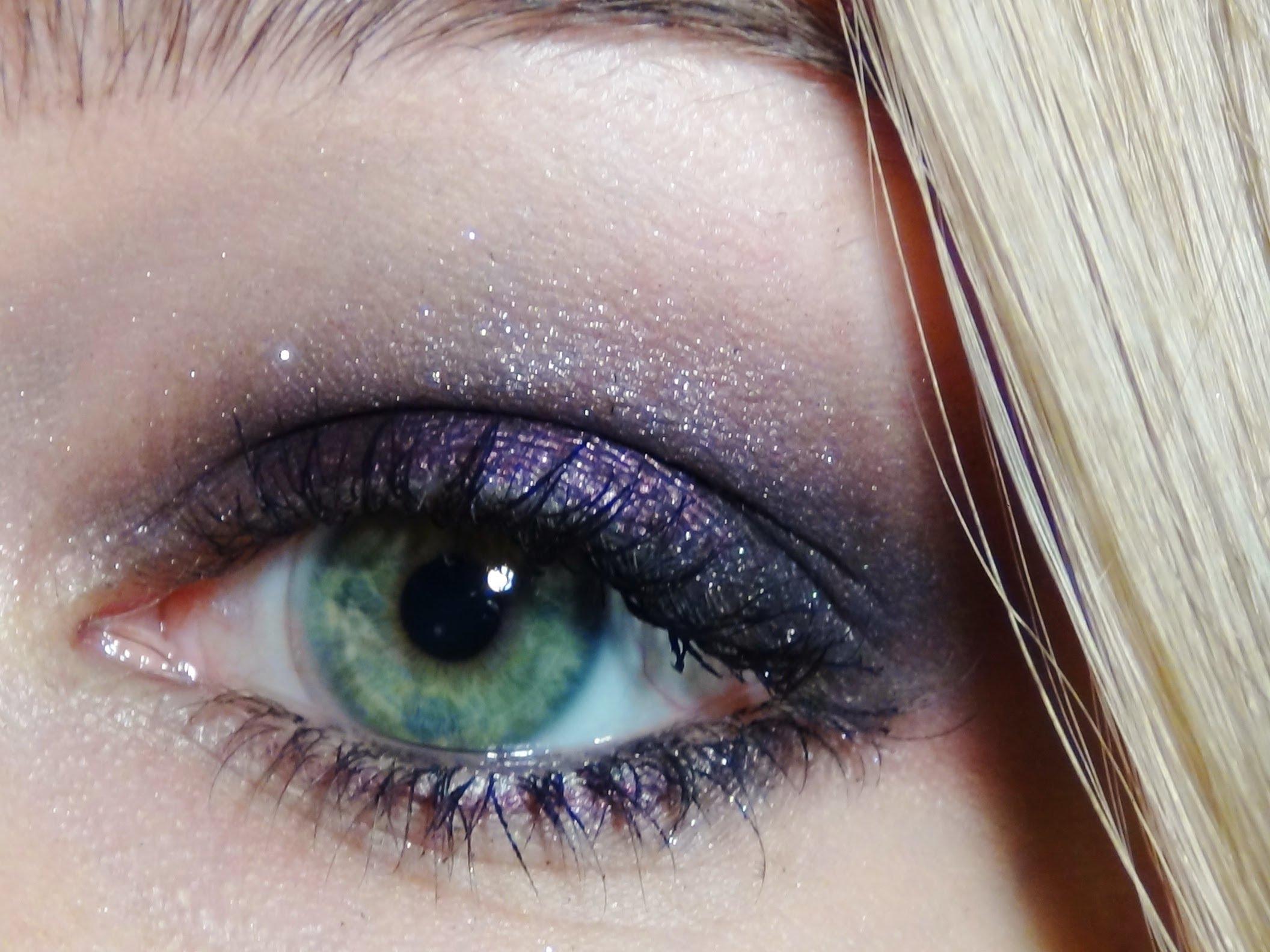 Maquillage yeux verts mes conseils pour un regard de biche - Comment maquiller les yeux verts ...